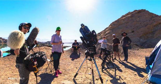 En cercanías del dique de Rodeo, integrantes de ambas Facultades, entre equipos de audio, cámaras y telescopios.